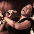 La raffinata e potente voce della newyorkese Joyce E. Yuille reinterpreta in chiave moderna i classici della divina Sarah Vaughan, una delle più grandi voci del ventesimo secolo