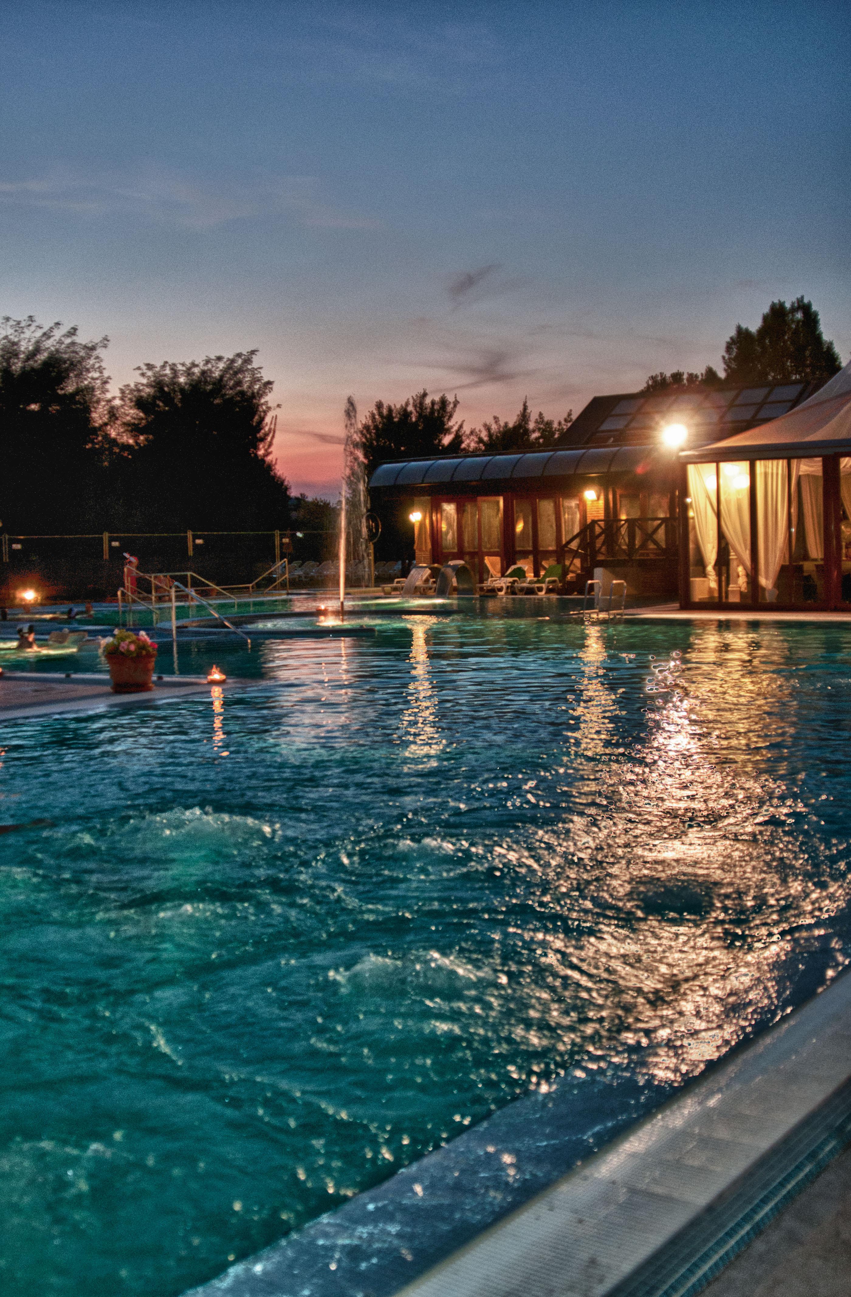 Il ferragosto secondo jazz by the pool - Montegrotto piscine termali ...