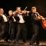 Le Quatuor - Photo 2 (en marche) © Didier Pallagès
