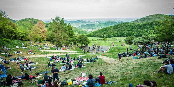 """Venerdì 12 e domenica 14 agosto torna """"Paesaggi con vista"""" 2016: Racconti, Musiche, Teatro, Cabaret, Danze, Immagini, Camminamenti sul Monte Venda."""