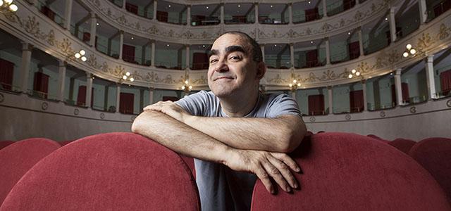Sconcerto. Teatro di musica per attore e orchestra dal 13 al 18 novembre anima il palcoscenico del Teatro Verdi di Padova con Elio, Mangoni e l'Orchestra di Padova e del Veneto.