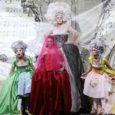 Sabato 29 dicembre alle ore 20.45 e lunedì 31, ore 20.45, al  Teatro Verdi di Padova andrà in scena La Cenerentola di Gioachino Rossini,  con regia, scene, costumi e luci di Paolo Giani Cei.