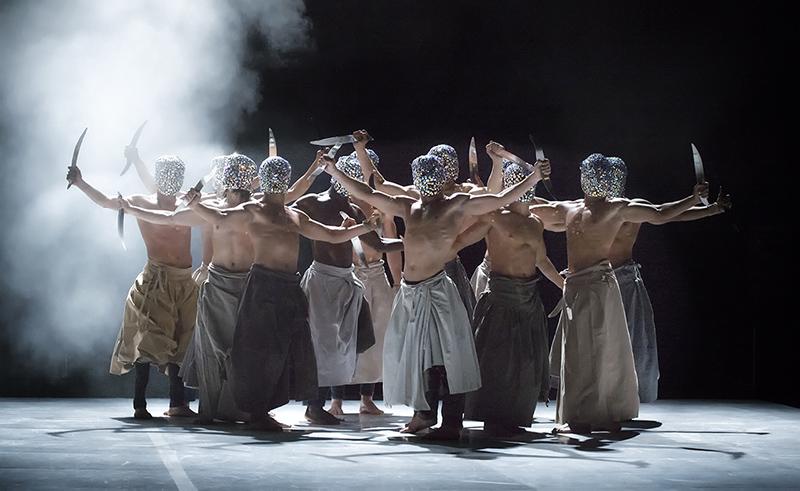 Les nuits barbares, ou les premiers matins du monde di Hervé Koubi al Teatro Sociale di Rovigo per Musikè