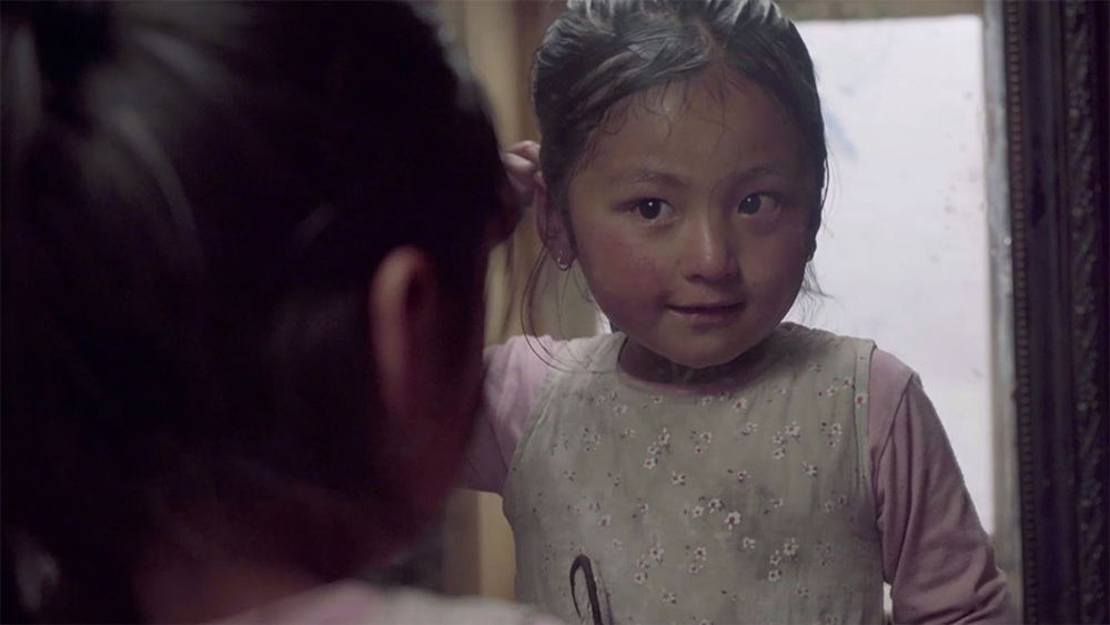 """The Shoes of a Little Girl"" (Nepal, 2019) di Kedar Shrestha"