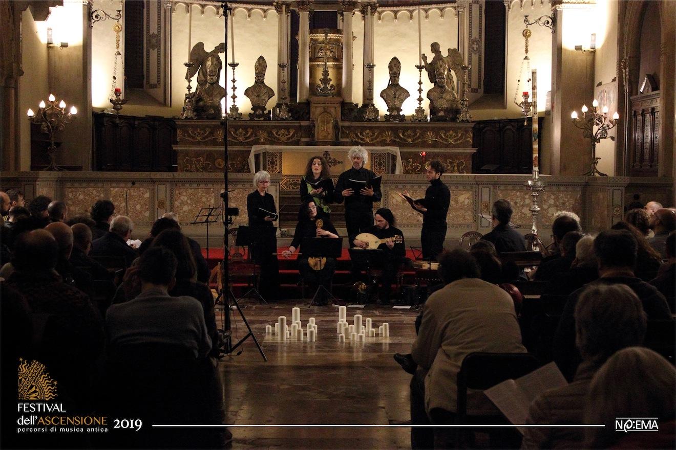 La musica contemporanea del XII secolo e la musica contemporanea di oggi, nello stesso concerto e con gli stessi musicisti.